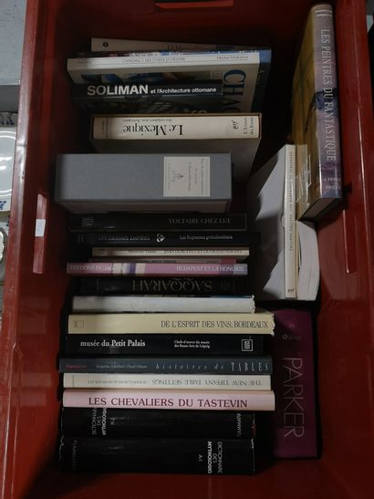 Une caisse de livres d'art : Saint Petersbourg,...