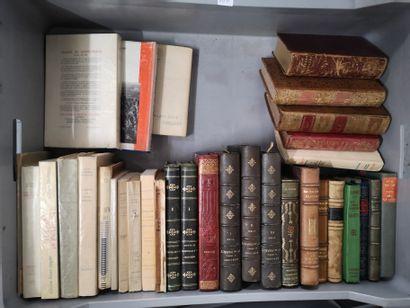 Deux manettes de livres reliés vendus en...