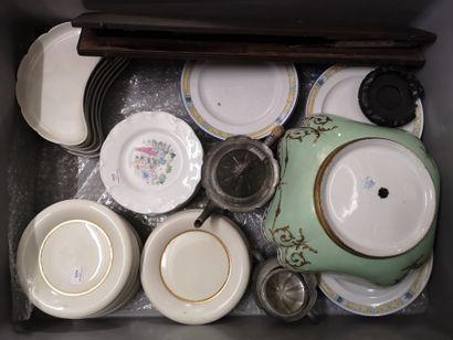 Lot de céramiques : assiettes en porcelaine,...
