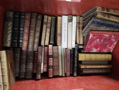 Deux caisses de volumes reliés essentiellement...
