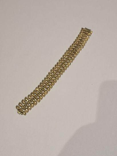 Bracelet en or 750°/°° à décor de feuilles...