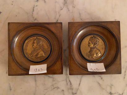 Paire de portraits en médaillon  Bronze doré...