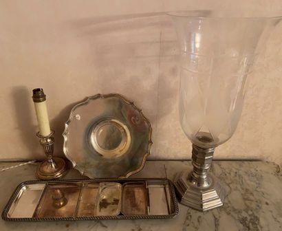 Lot de métal argenté comprenant :  Flambeau...