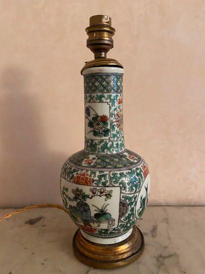 ASIE  Vase monté en lampe  Hauteur : 27 cm...