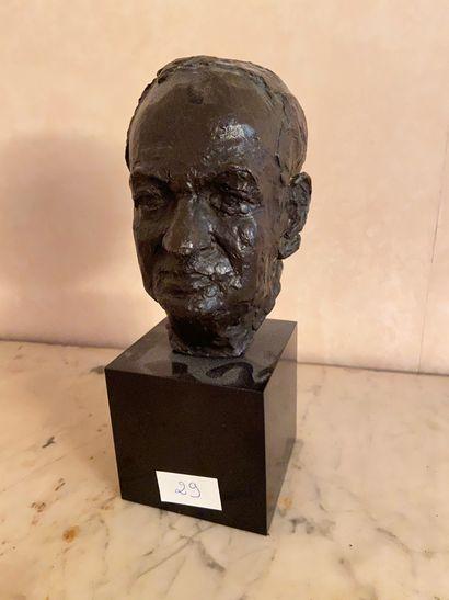 Ecole XXème  Buste en bronze  Hauteur : 25...
