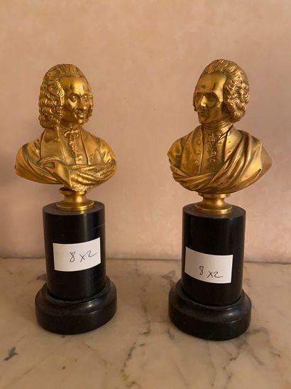 Paire de petits bustes de Rousseau et Voltaire...