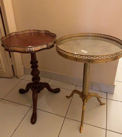 Guéridon tripode en bronze doré  Style XIXème...
