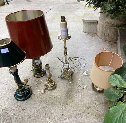 Ensemble de 5 pieds de lampes, trois en métal,...