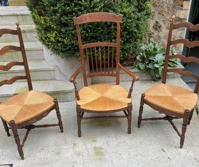 Deux chaises paillées  On y joint un fauteuil...