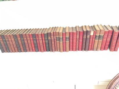 Ensemble de volumes reliés dont Daudet, Poincaré,...