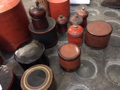 Set of lacquered boxes, wooden boxes and various boxes_x000D_  Wear and tear_x000D_...