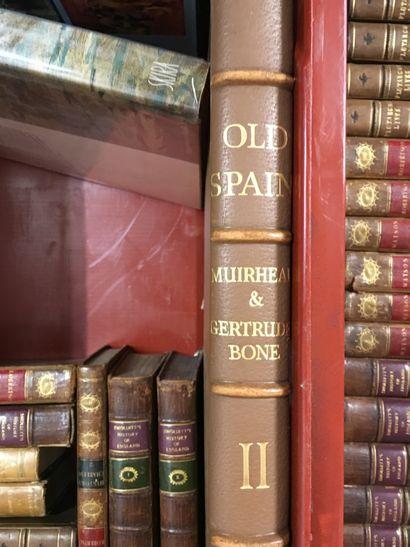 1 caisse et 1 manette de volumes reliés...