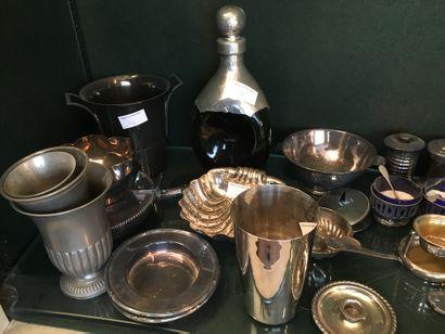 Fort lot de métal argenté : seaux, timbales,...