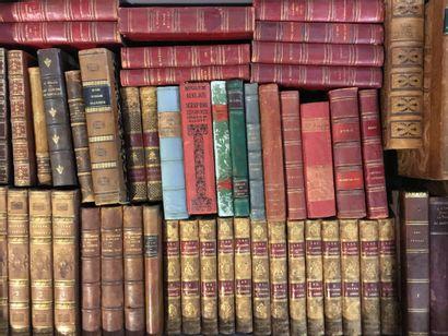 2 manettes de volumes reliés littérature...