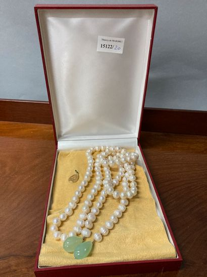 River pearl necklace with green stone pendants....