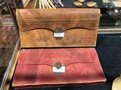 Deux porte-documents en cuir dont l'un marqué...