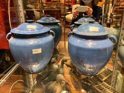 Deux pots couverts bleus accidents Lot vendu...