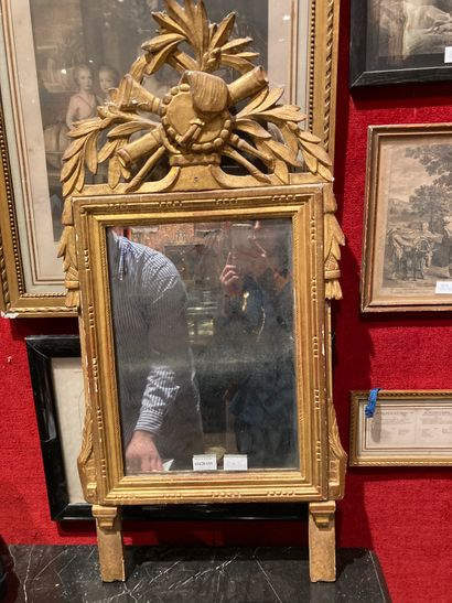 Louis XVI mirror with pediment 91 x 43 Chips,...