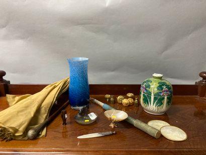 Set of trinkets including glass vase, porcelain...