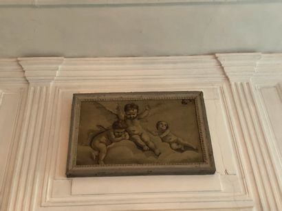 French school of the XIXth century Three cherubs Oil on canvas in grisaille 41 x...