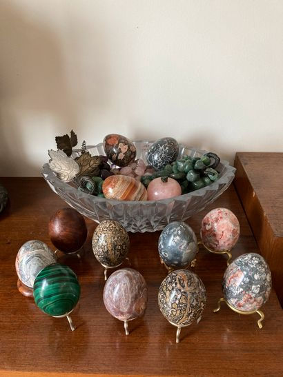 Batch of trinkets: eggs and bunches of hard...