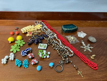 Lot of costume jewellery (sold as is)