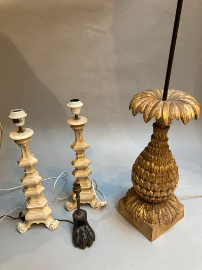 Set of 4 lamps :  Pair of modern white lamps...