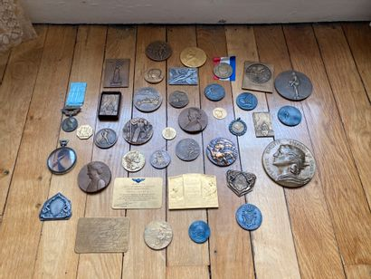 Lots of medals on the theme of aeronautics...