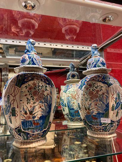 DELFT Pair of 19th century vases potiches...