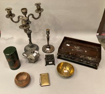 Set of knick-knacks composed of a silver...
