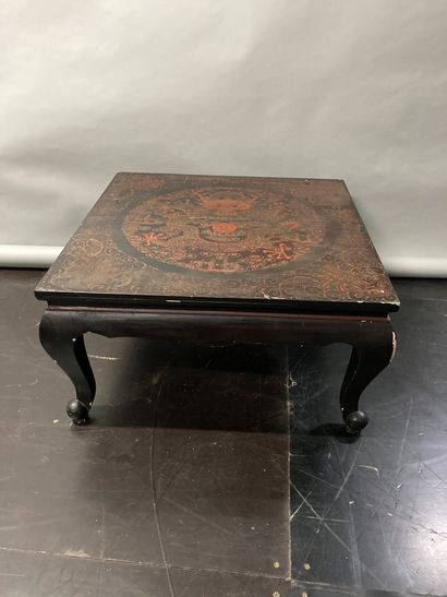 Lacquered square coffee table with dragons...
