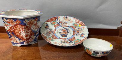 Set with Imari decoration comprising a bowl...