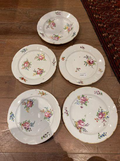 Lot de cinq assiettes en porcelaine à décor...