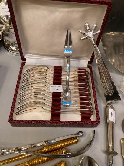 Strong batch of silver and gold metal, part of housewife, butter dish, sugar bowl,...