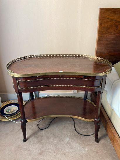 Mahogany veneered bean pedestal table, opening...