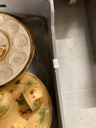 Mannette de faïences assiettes à huitre, plats.... Lot vendu en l'état