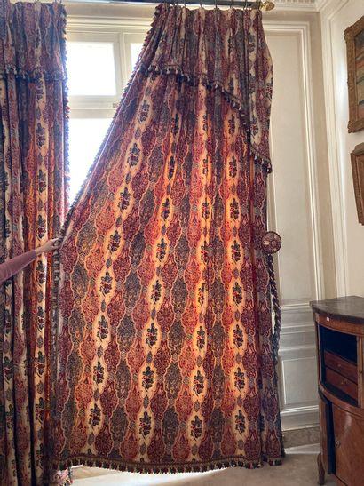 Lot de trois paires de rideaux motifs cachemires,...