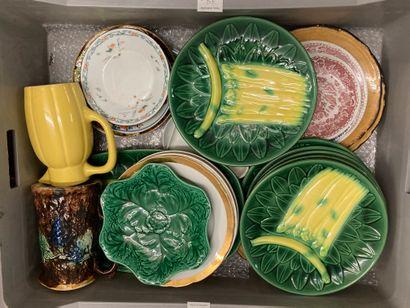 Lot de vaisselles diverses et céramiques,...