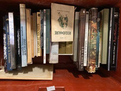 Caisse de livres sur le thème de la Cynégétique...