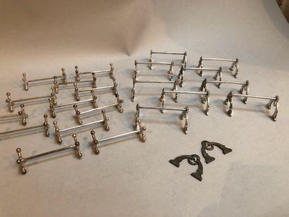 Lot de portes couteaux en métal argenté...