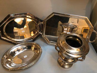 Lot de métal argenté comprenant 2 plateaux...
