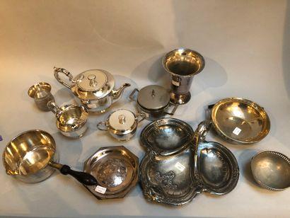 Fort lot de métal argenté comprenant pot...