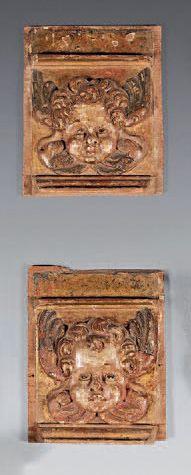 Paire de têtes de pilastres décorés de têtes...