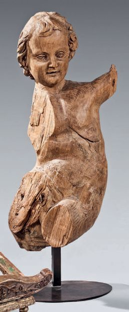 Angel in carved natural wood. 18th century....