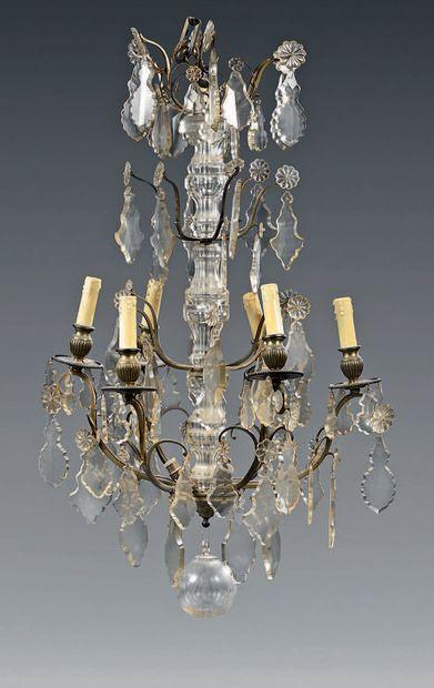 Lustre à six lumières en bronze et cristal...
