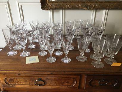 Lot de verre (Cristal de Sèvres)  Vendu en...
