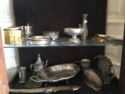 Lot d'étain et métal argenté  Vendu en l...