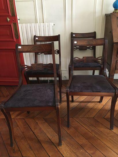Quatre chaises anglaise  Hauteur : 83 cm...