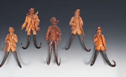 Cinq porte chapeaux Chasseurs autrichiens....