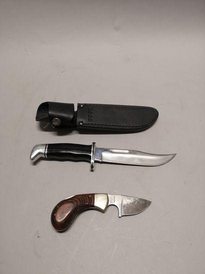 Ensemble de deux couteaux dont : - un couteau...